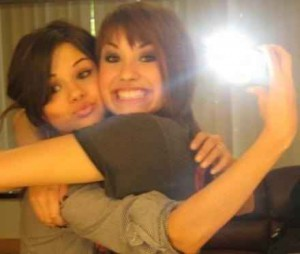 cbfab822b9dfded0_selena-demi-selena-gomez-and-demi-lovato-8285650-440-372.jpg