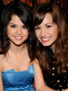 95707_selena-gomez-and-demi-lovato-at-the-2008-teen-choice-awards-in-la.jpg